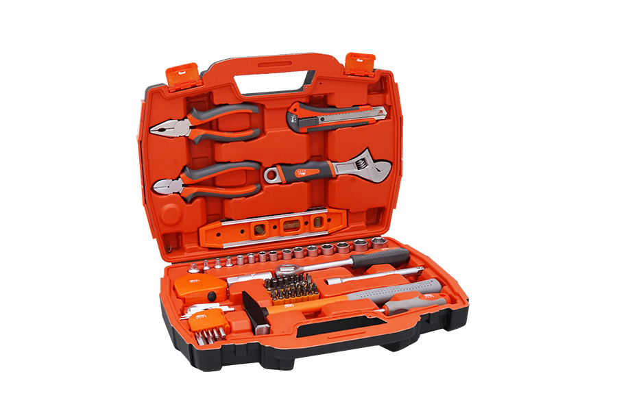 The last basic tool that you will find in a case tool set is a case gripping device